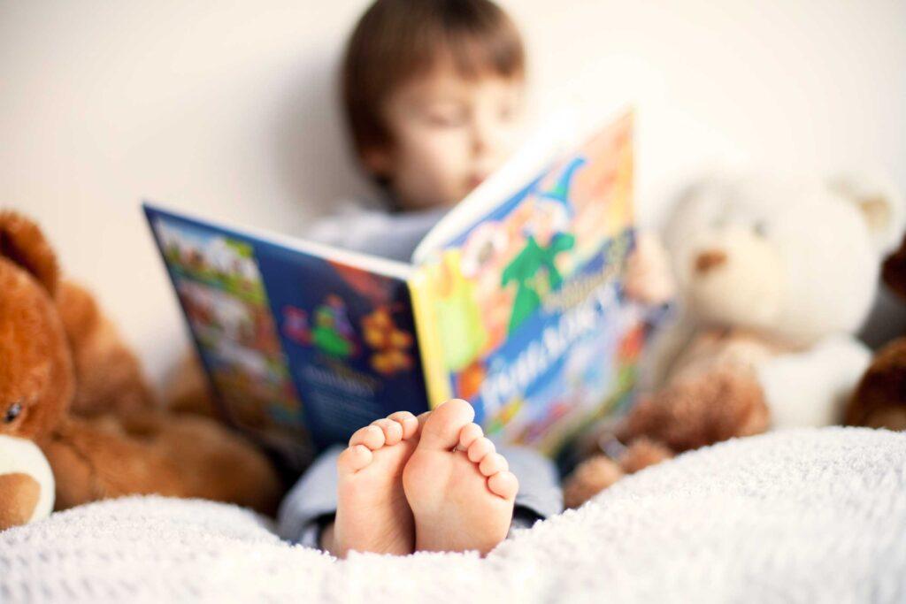 Çocuğunuza evde kitaplara ve diğer okuma materyallerine kolay erişim sağlayın.