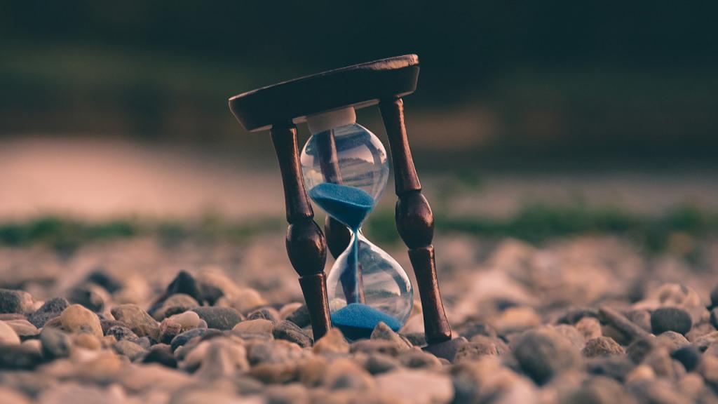 Sorunlara girmek zaman alır ve sorunlardan çıkmak zaman alır.
