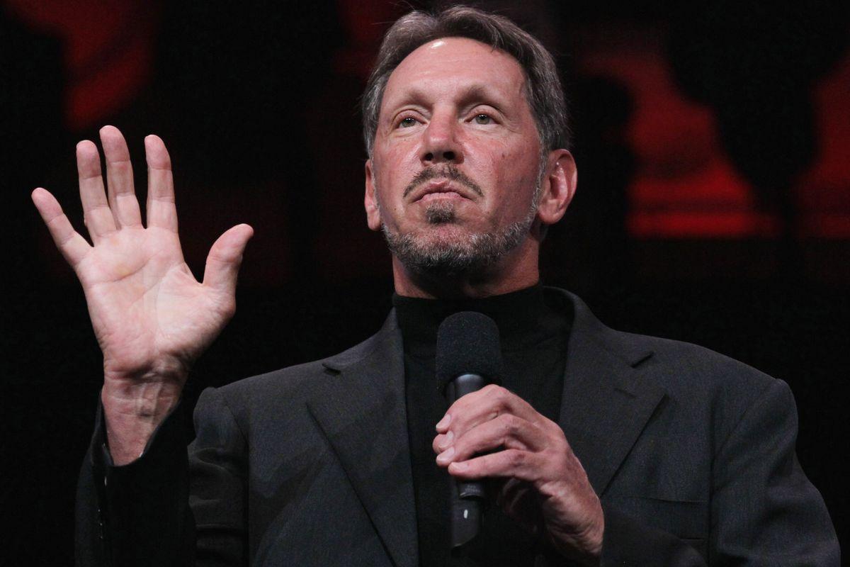 Larry Ellison - Oracle firması, 1977 Haziran'ında kurulmuş olup, şuan Microsoft'tan sonra dünyanın en büyük yazılım şirketi olma özelliğini sağlamaktadır.