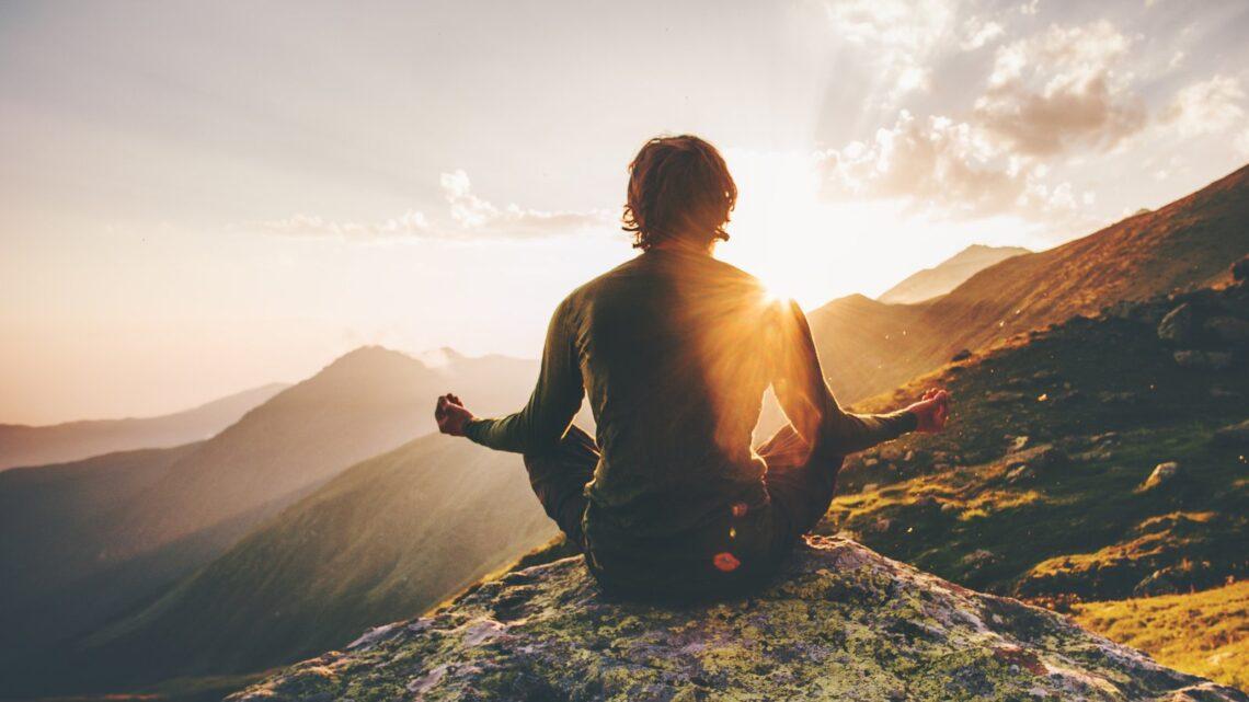 Sağlık için yararları ve ücretsiz olması ve beş dakika kadar kısa bir süre gerektirmesi gibi nedenler, meditasyonun neden geleneksel tıbbın popüler bir tamamlayıcısı haline geldiğini göstermektedir.