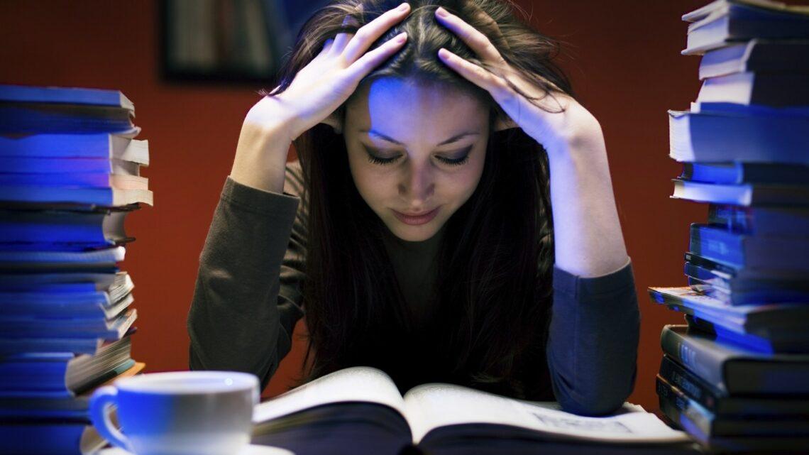 Erteleme hastalığı, diğer bir adı ile Procrastination; bireyin, yapacağı işi ertelemesi ve yapması gereken işten kaçınması olarak bilinir.