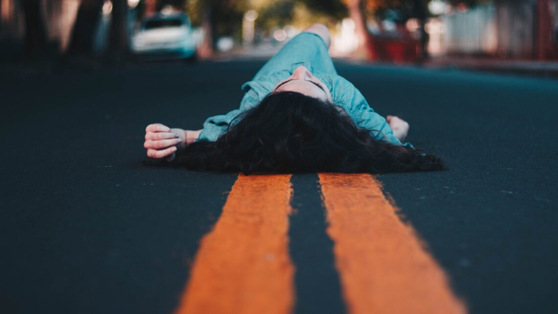 Her şeyi denememize rağmen zaman zaman hepimiz birer mutsuzluk çemberi içinde buluruz kendimizi.