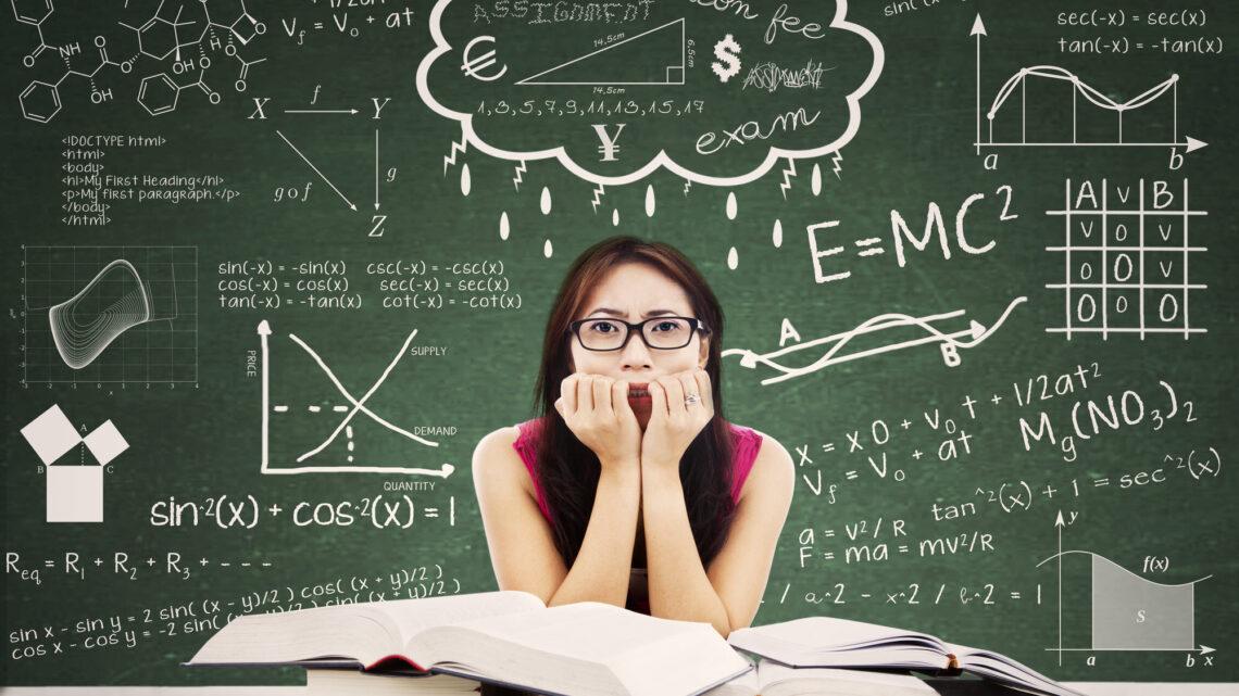 Kolej notları, yaklaşan bir sınav, ödevler, öğrencilerin zihinlerine ağırlık verebilir ve ekstra stres ve endişe yaratabilir.