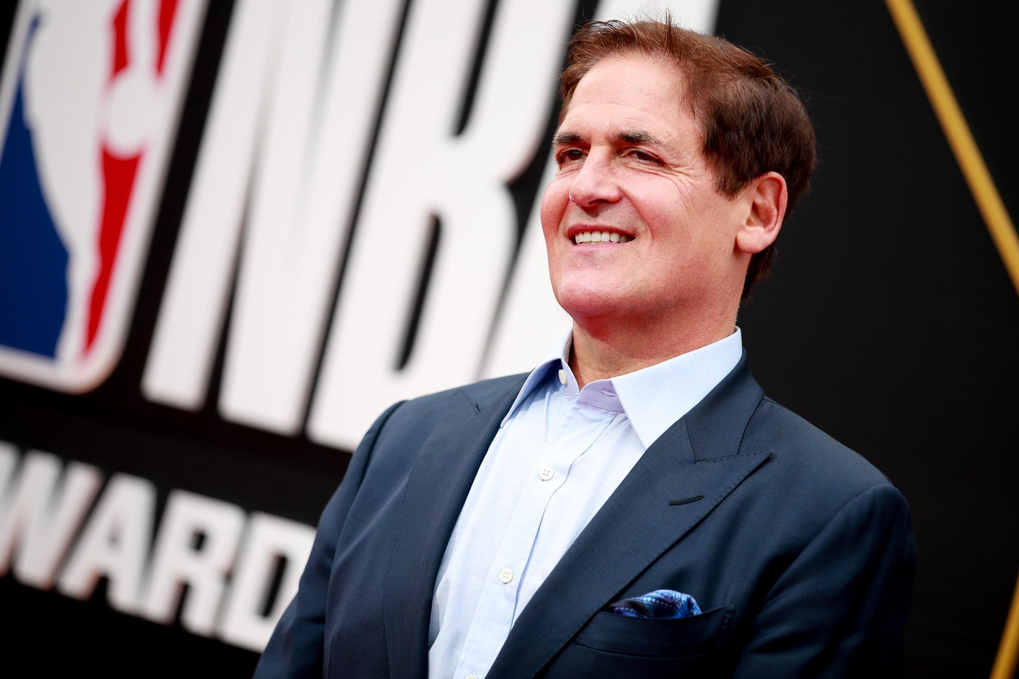Adına geniş bir şirket yelpazesi olan bir başka girişimci de Mark Cuban.