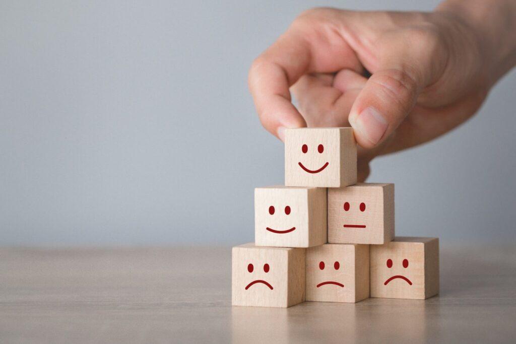 Kişisel gelişimin faydaları arasında ilk maddemiz, hayatımızdaki ilişkiler üzerinedir.