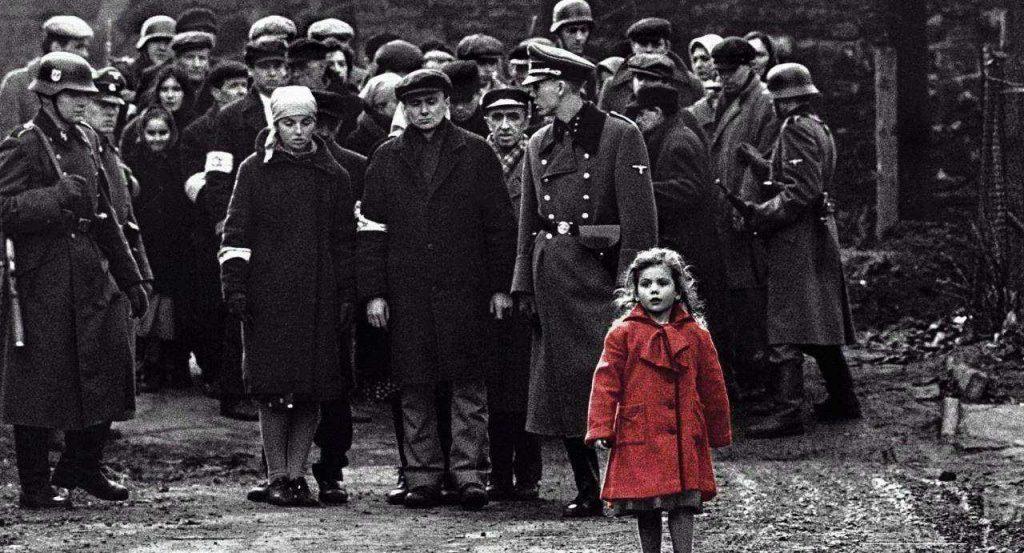 """Schindler'in Listesi - Yahudilerin """"en iyi Alman"""" olarak tanımladıkları, 2. Dünya Savaşı sırasında yüzlerce Yahudinin hayatını kurtaran, üstelik bunu Nazilere yardım ediyormuş gibi görünerek yapan gizli kahraman..."""