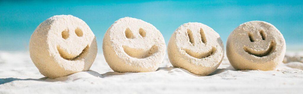 Doğal olarak, gülümseyen insanlara çekiliriz. Gülümseme eylemiyle bağlantılı gerçek bir fiziksel çekim faktörü vardır.