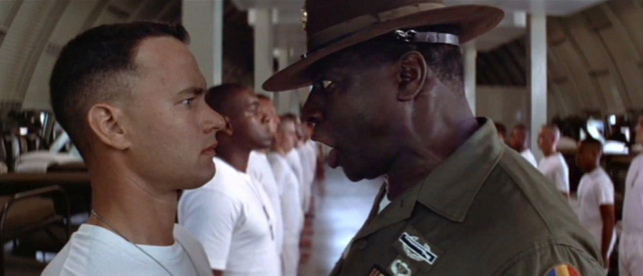 Girişimcilerin izlemesi gereken filmler - Forrest Gump çekimi, müzikleri, Tom Hanks'in müthiş oyunculuğuyla sinema tarihi için bir başyapıt diyebiliriz.