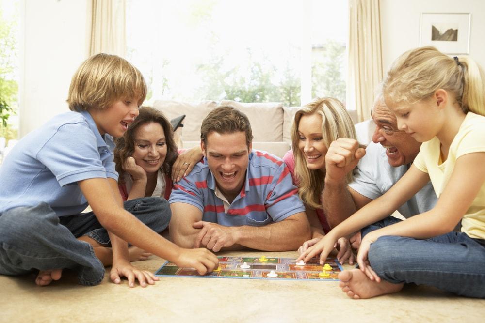 Oyunlar, sadece vakit geçirmenin yanında bağları kuvvetlendirmek için birebir bir yöntemdir.