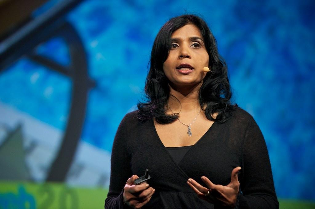 """En başarılı kadınlar arasında yer alan, SlideShare'in kurucusu Rashmi Sinha, Mark Zuckerberg'in """"hızlı hareket et ve işleri kır"""" formülünü izliyor."""