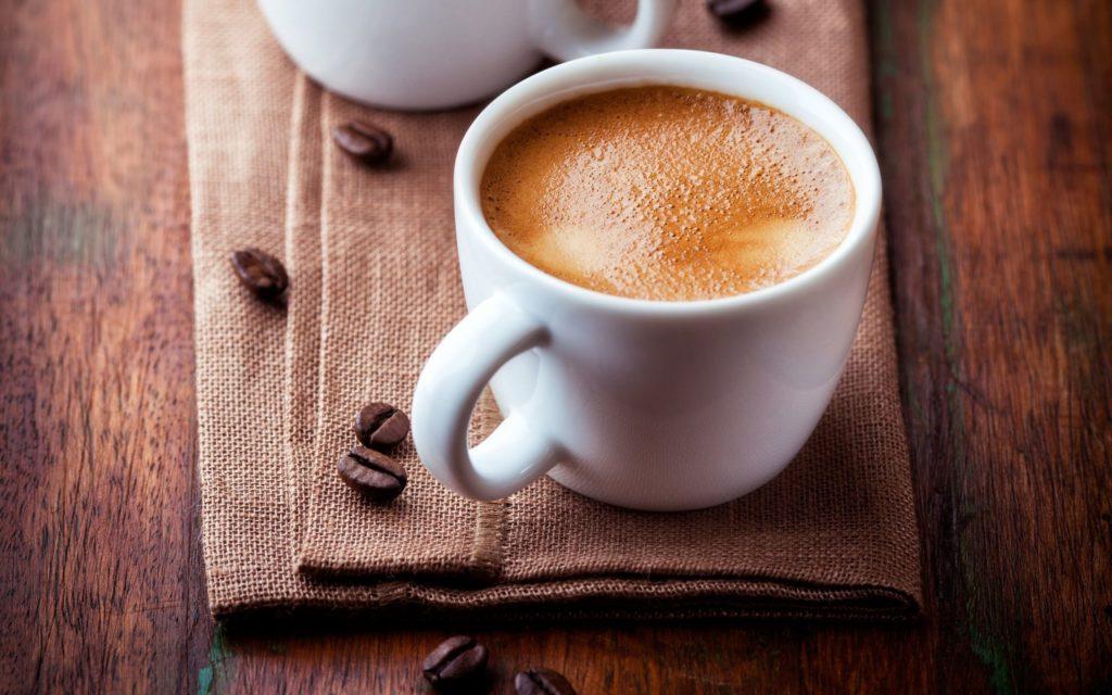 Dozunda tüketilen bol sütlü şekersiz bir kahve enerji düzeyinizi ve odağınızı arttırmanıza yardımcı olacaktır.