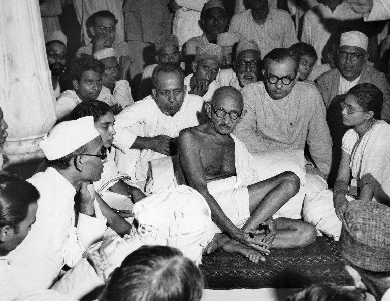 """Gandhi - """"Önce seni görmezden gelirler, sonra sana gülerler, sonra seninle dövüşürler ve sonra sen kazanırsın."""""""