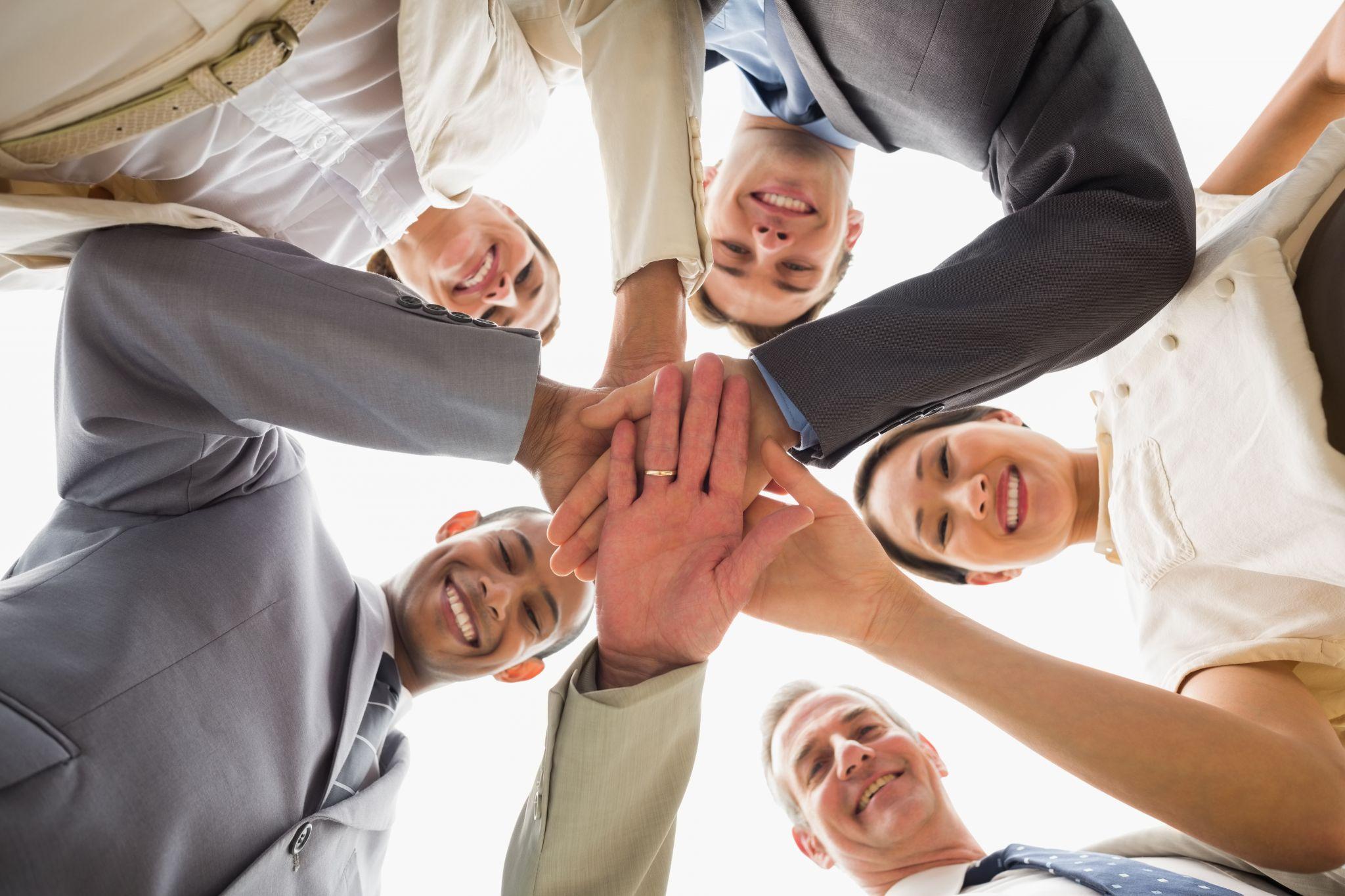 En temel düzeyde, güçlü liderlik motivasyonu bir ekibin veya şirketin hedeflerine ulaşmasını sağlar.