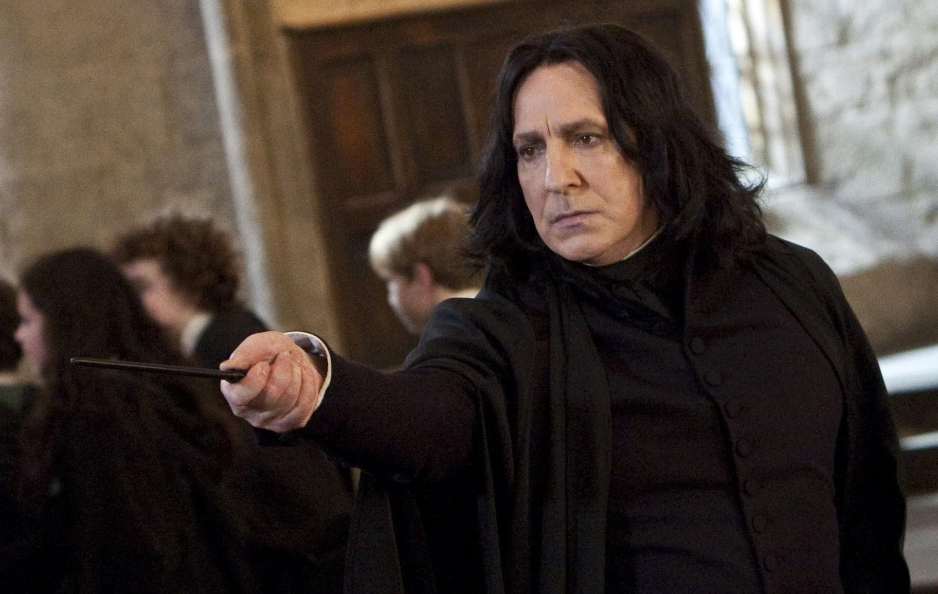 Alan Rickman Harry Potter serisinden Profesör Severus Snape rolünü aldığında 42 yaşındaydı.