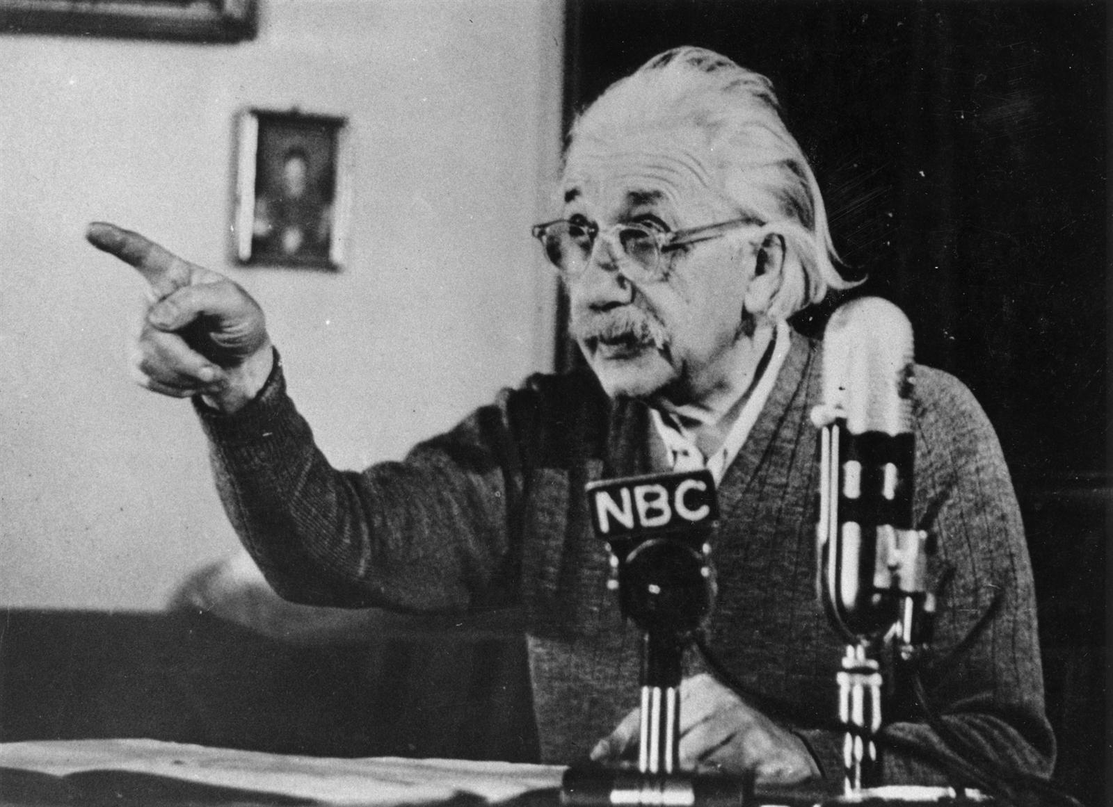 Albert Einstein'ın ilk teorilerinden sonra, bilimsel topluluğun ve dünyanın büyük yeteneklerini gerçekten tanıdığı özel görelilik kuramı yayınladı.