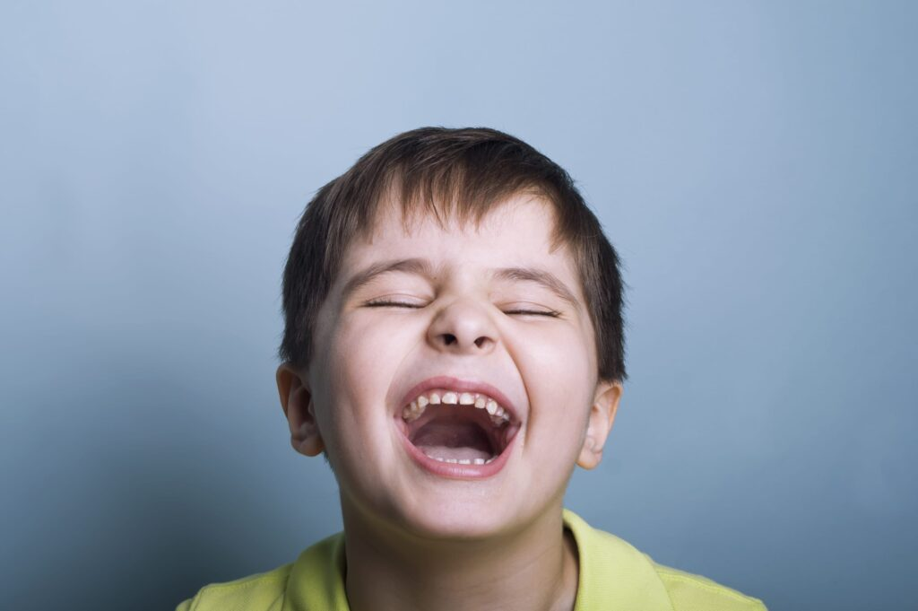 """""""Bir insanın nasıl güldüğünden terbiyesini, neye güldüğünden ise zekâsını ve seviyesini anlarsınız."""" - Mevlânâ."""