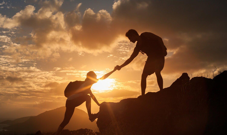 Danışmak kelimesi işi yalnız yapamayacağımız anlamına gelir.