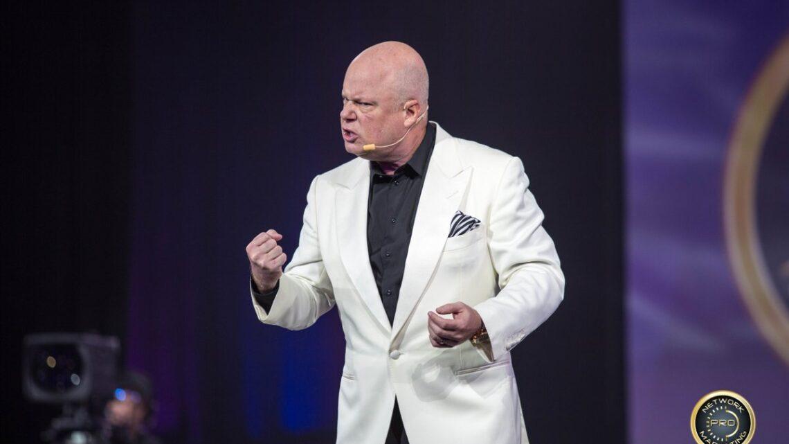Eric Worre - Eğer vücudunuzda bir girişimci kemik varsa, girişimciliğin ne olduğu hakkında biraz bilginiz varsa, Network Marketing mükemmel değil ama sıradan bir insan için diğer tüm girişimcilik türlerinden daha iyidir.