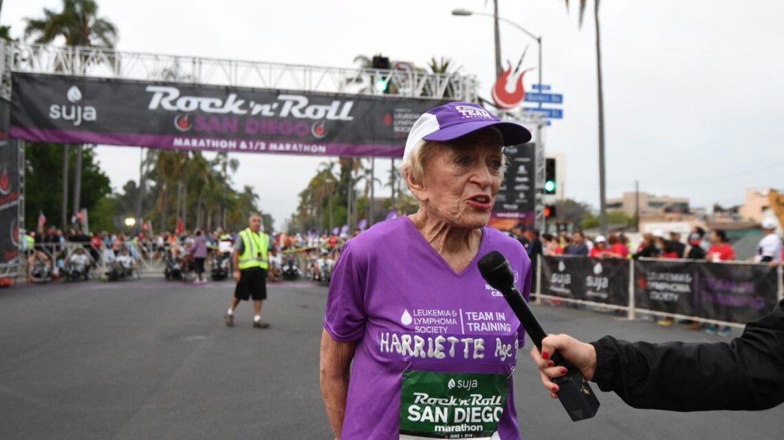 Gladys Burrill gerçekten inanılmaz bir kadındır. Honolulu Maratonunu 92 yaşında tamamladıktan sonra ün kazandı.