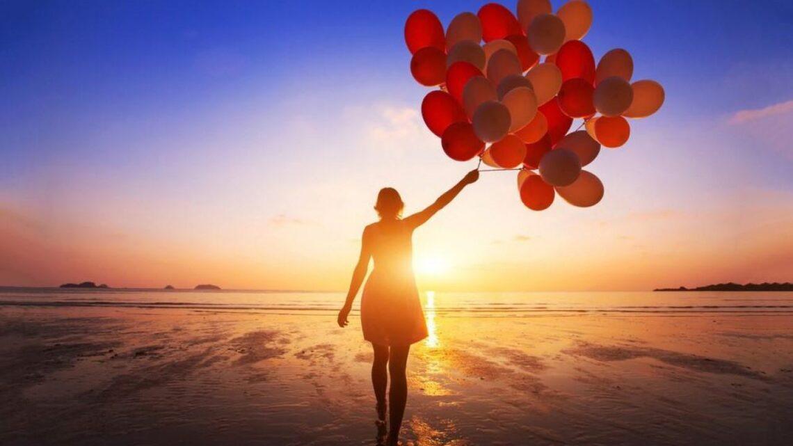 Baylor Üniversitesi profesörü ve pozitif psikoloji alanında bir başka öncü olan Dr. Michael Frisch, bir kişinin mutluluğuna katkıda bulunan 16 farklı yaşam alanı buldu.