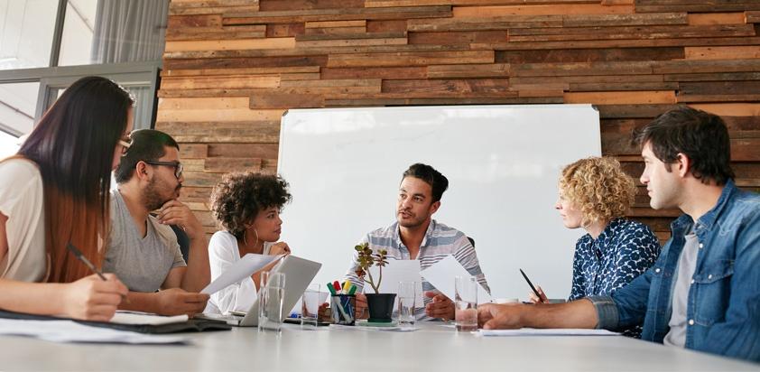 Yeni işe giren kişilerle oturup önce hedeflerinin ne olduğunu sormamız gerekir.