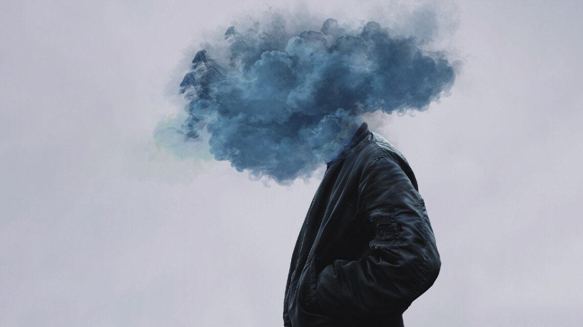 Depresyon; uyaranlara karşı duyarlığın azalması, girişim gücünün ve kendine güvenin yiterek umutsuzluğun, karamsarlığın güçlenmesi biçiminde beliren ruhsal bozukluktur.