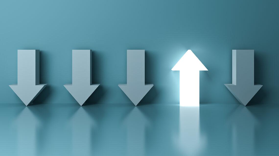 Kutunun dışında düşünmek, eski sorunlara yeni çözümler bulmak ve yeni bir fikir üretmek için iki fikri birleştirmek gibi yaratıcı özelliklerden bahsediyoruz.