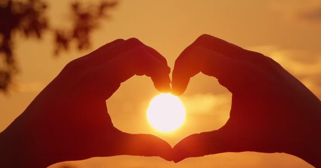 Sevgi İle Yaşamak Mümkün Mü?