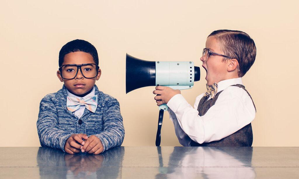 İş yerindeki bazı insanlar dedikoduları çok fazla geçirir ve başkalarının zamanını boşa harcarlar.
