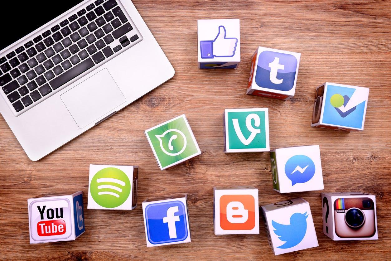 Tüm üst düzey pazarlamacılar, pazarlama stratejilerinin bir parçası olarak ücretli reklam kullanırlar.