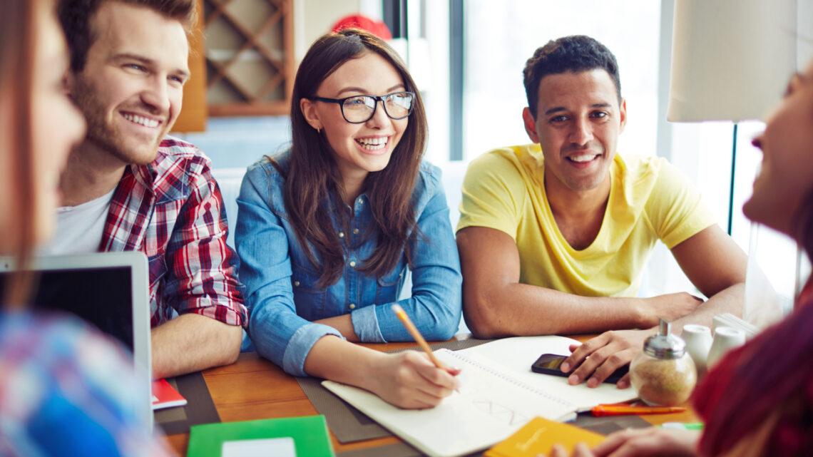Ancak daha etkili öğrenci olmak için bu ipuçlarından birkaçını günlük uygulamaya koymak, çalışma sürenizden daha fazla yararlanmanıza yardımcı olabilir.