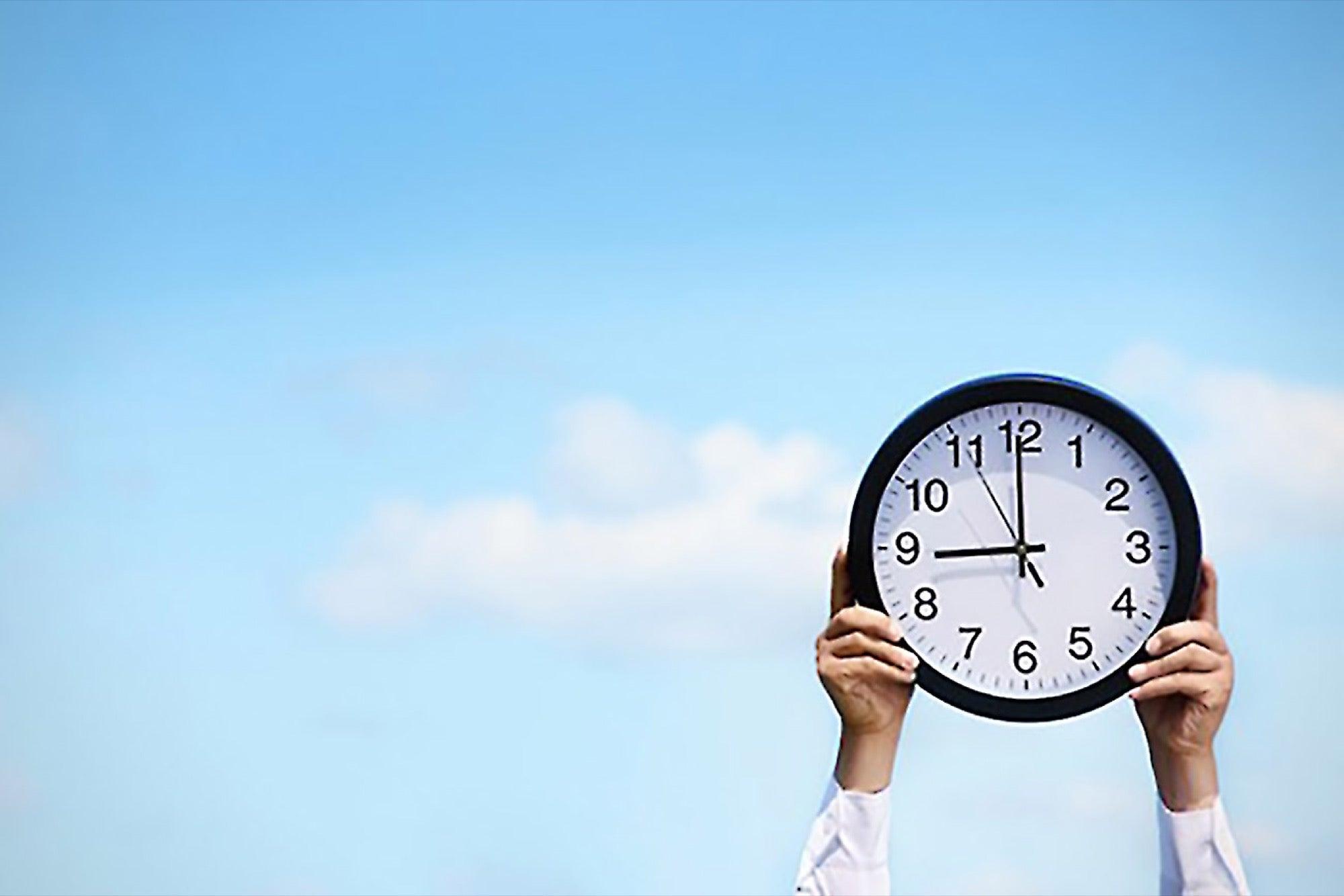 Bu, çoğu insan için, sürekli konsantrasyon ve odaklanma için optimum zamanlarının, uyandıktan hemen sonra olacağı anlamına gelir.