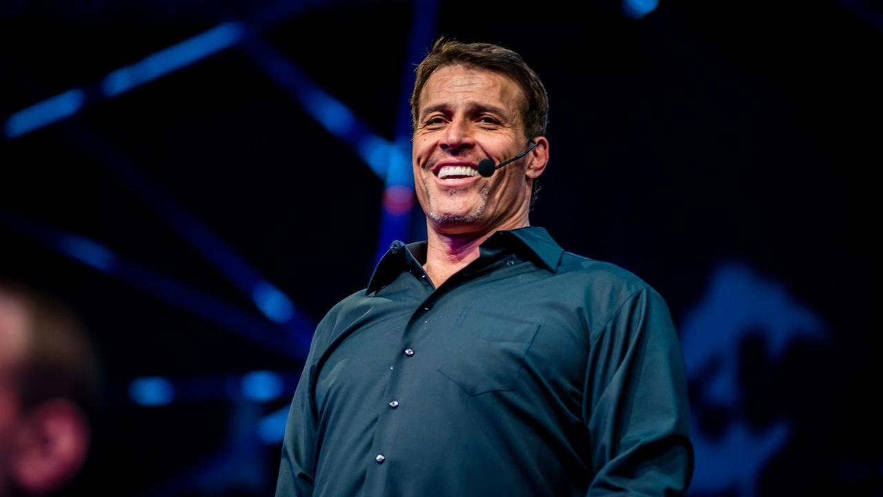 TonyRobbins: Eksik olabileceğiniz gerekli becerileri öğrenerek kendinizi paha biçilmez hale getirin