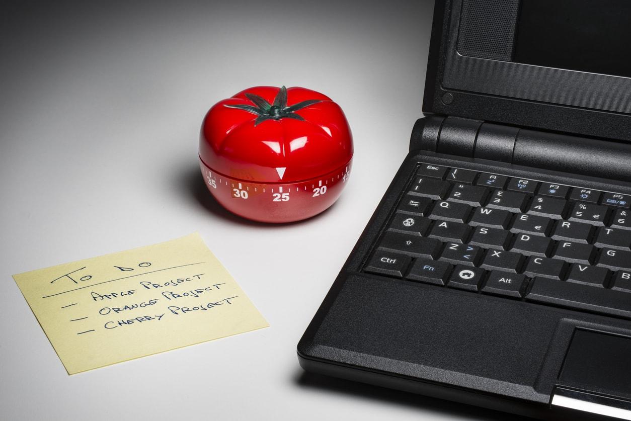 Pomodoro verimli çalışma tekniğini, evdeki işlerinizde, ders çalışırken veya iş yerinizde rahatlıkla uygulayarak performansınızı artırabilirsiniz.