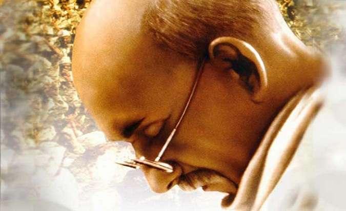 Gandhi - 8 dalda Oscar'a layık görülen 1982 yapımı bu film, adından da anlaşılacağı üzere, 1900lerin başlarında İngiliz sömürüsüne direnen Hindistanlı özgürlük mücadelecisi Mahatma Gandhi'yi konu ediniyor.