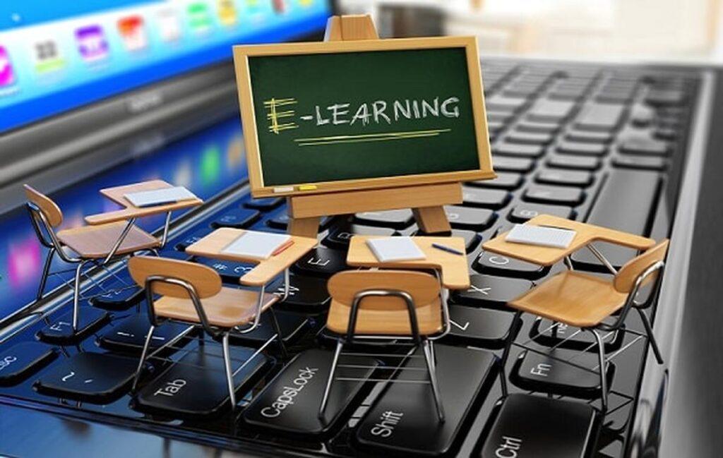 Çevrimiçi eğitimle, geleneksel dört yıllık üniversitelerde bulunan herhangi bir programı veya kursu alabilirsiniz.