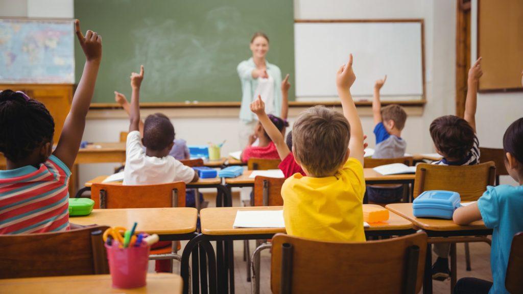Formal eğitim türünde, olacaklar önceden belirlenmiştir.