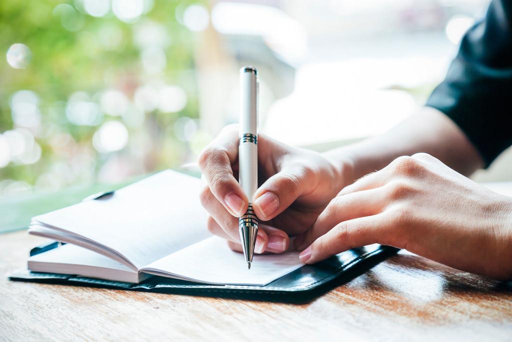Bazı insanlar için yazmak, planladıklarını başardıklarından emin olmak için çok yardımcı olur.