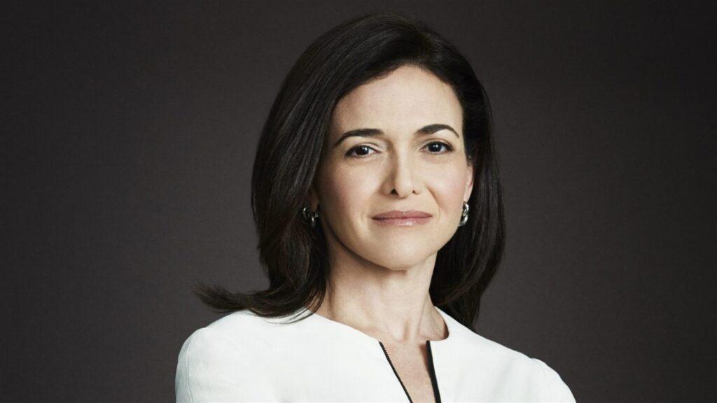 Facebook Genel Müdür Yardımcısı Sheryl Sandberg, kadın girişimcileri olumlu olmaya ve olumsuzluklara odaklanmayı bırakmaya çağırıyor.