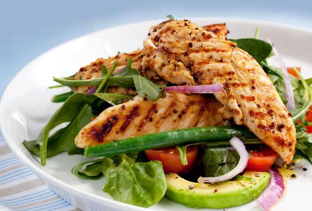 Temel besin ögeleri açısından sağlıklı ve dengeli bir menü tercih ederek gün içerisinde enerjinizi daha da arttırabilirsiniz.