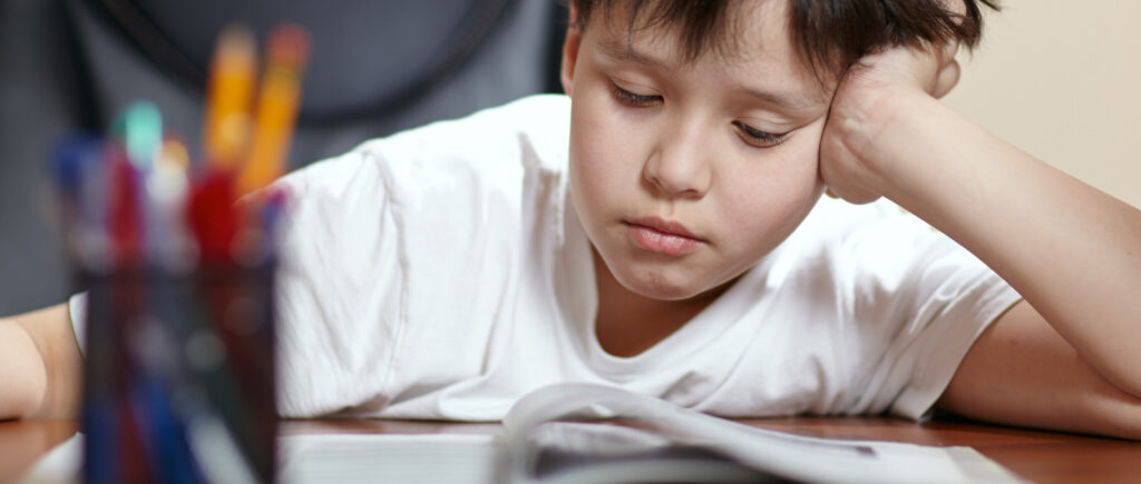 Eğitime değer vermek, çocuğunuzun okulda bulunmasını sağlamakla başlar.