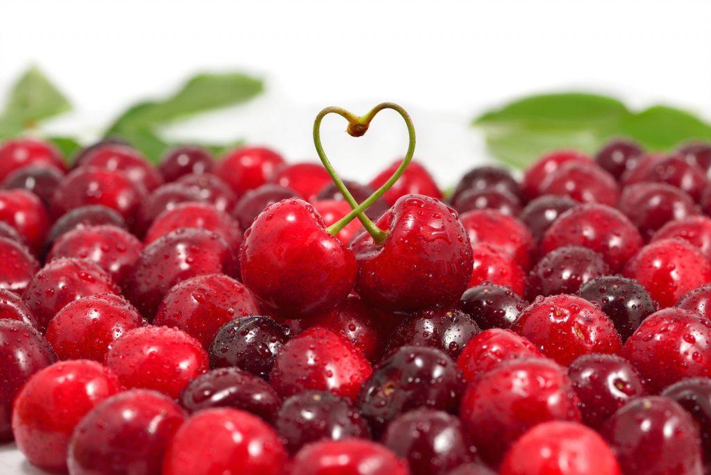 Kiraz da C vitamini açısından oldukça zengin bir meyvedir.