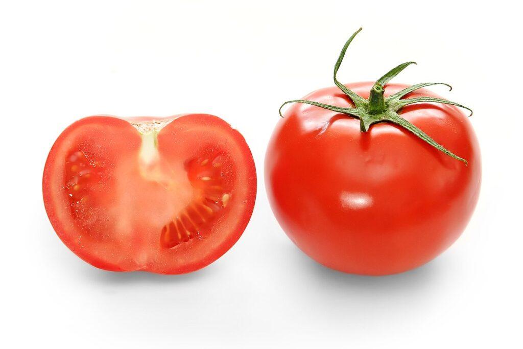 Domates ,antioksidanlardan likopen açısından oldukça zengindir.