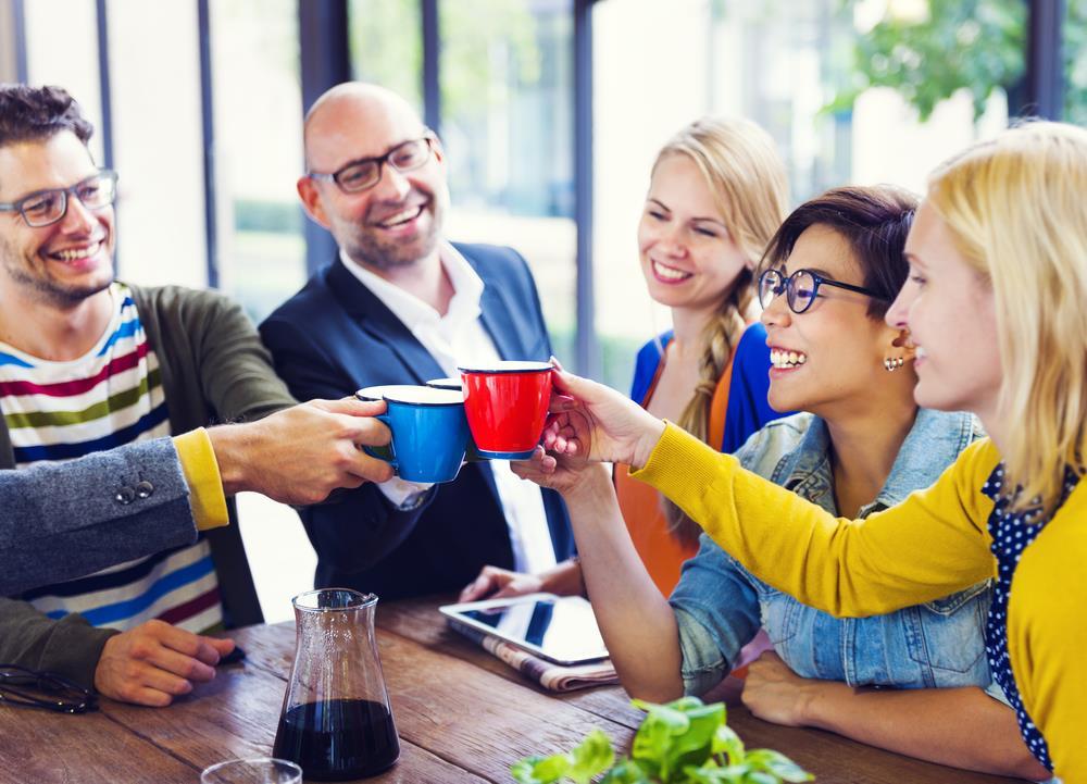 Hafızanın nasıl geliştirileceğinin bir başka yolu da arkadaşlarla birlikte olmaktır.