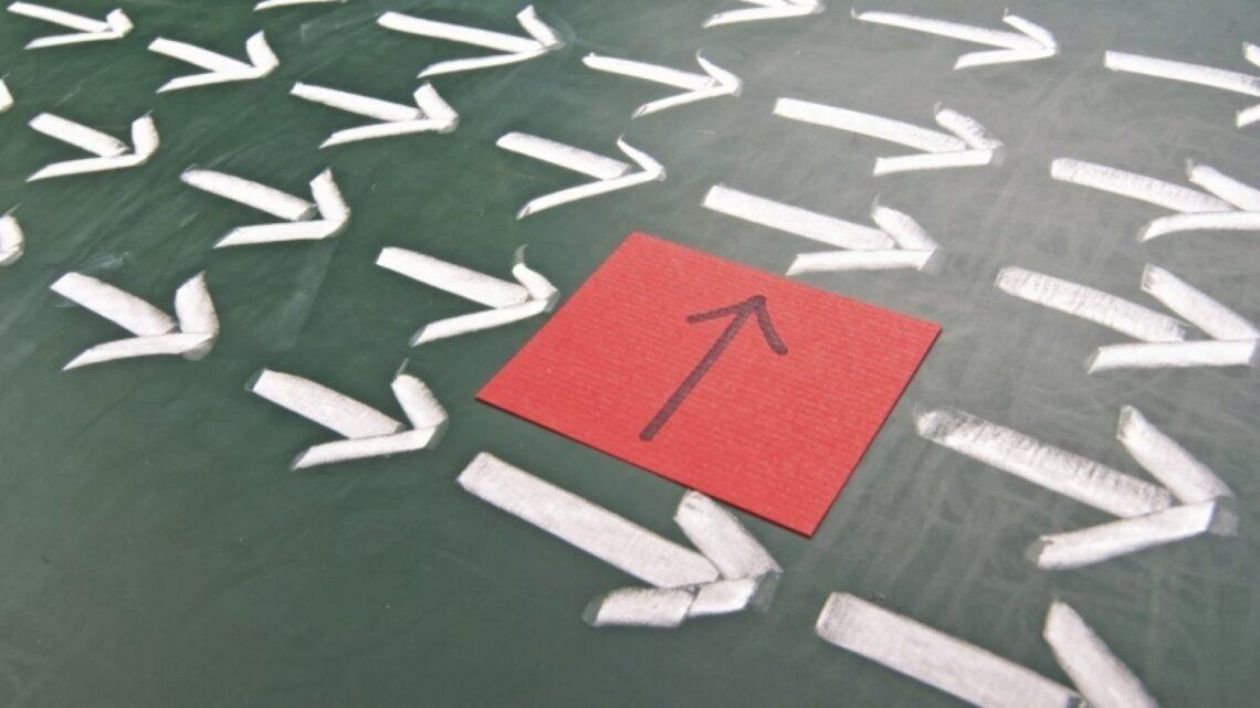 """Ünlü yazar, eğitmen de iş geliştirme uzmanı Stephen Covey, hayattaki değişmez ilkeler için şunları söylemiştir; """"Hayatta üç sabit vardır; değişim, seçim ve ilkeler."""""""