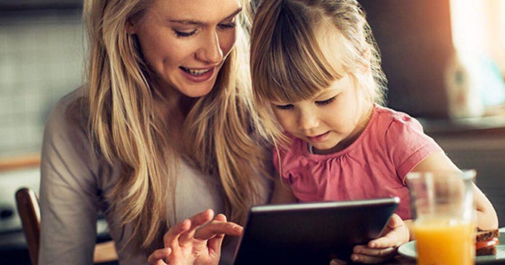 """Çok sayıdaki teknolojik gelişmeyle birlikte okuryazarlık kavramına """"dijital okuryazarlık"""", """"teknoloji okuryazarlığı"""" gibi yeni kavramlar eklenmiştir."""