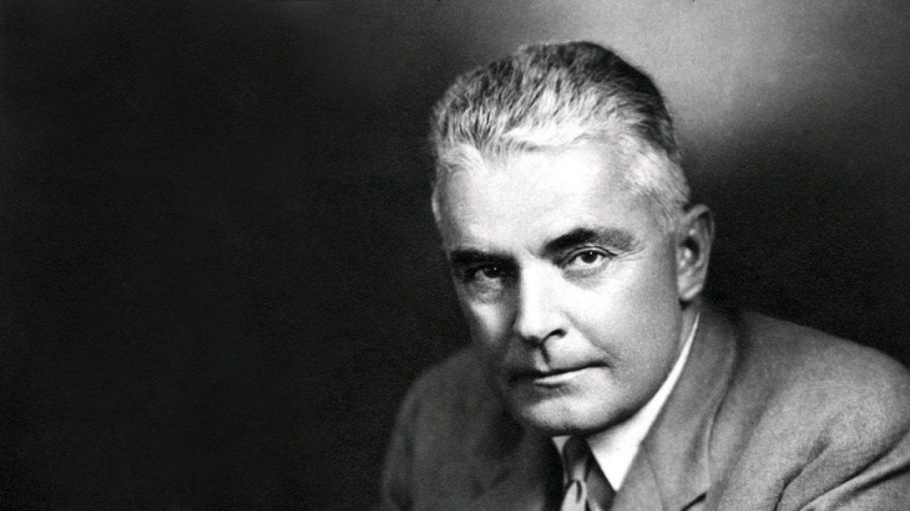 Hipnotik dil kalıplarının mucidi Dr. Milton Ericson çok küçük yaşta çocuk felci ile tanışmıştır.