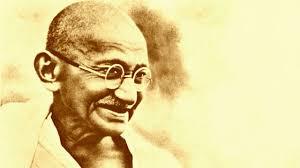 """Gandhi - """"Tanrı dualarımızı bize göre değil, kendi yöntemine göre yanıtlar."""""""