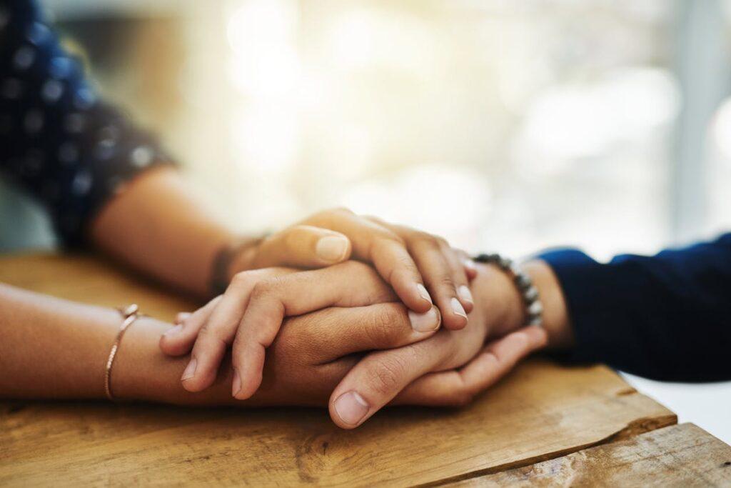 Karşınızdaki kişinin sizi ne kadar anladığını, konu hakkındaki düşüncelerini dile getirebilmeleri için onlara konuşmaları için fırsat verilmelidir.