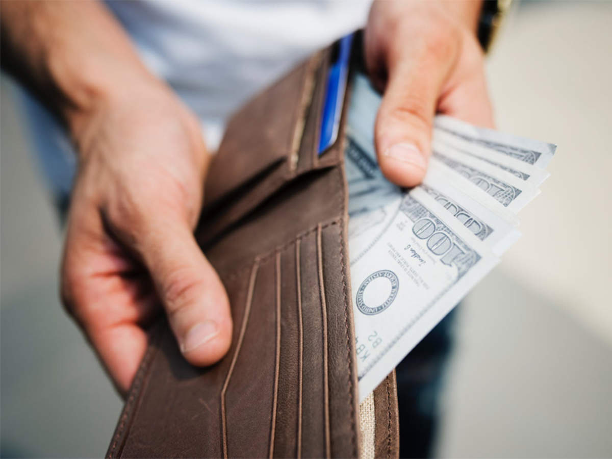 Eski Türk filmlerinden dolayı, hep bize yanlış değil de, farklı öğretilen bir durum var: Paranın mutluluk getirmeyeceği.